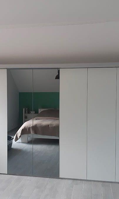 placards sur mesure en sous-pente 8-portes 2-glaces